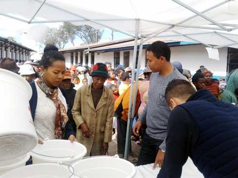 Consulat général Honoraire du Vietnam : Dons de PPN au « fokontany » d'Amboniloha