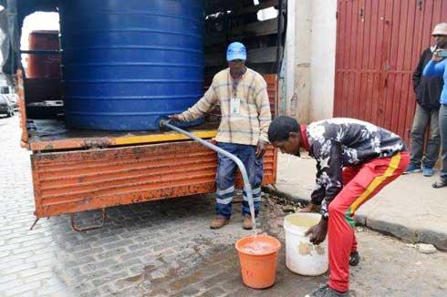 Manifestation à Antsahameva : Des citernes d'eau de la Jirama, comme solution d'urgence