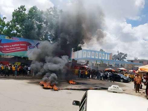 Grève du SECES-ENS : Des étudiants pris en otage se sont manifestés