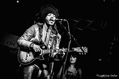 Musique : Abdou Day hisse haut   le «  reggasy »  au-delà de la frontière malgache