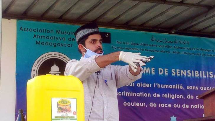 Lutte contre le Covid-19 :5700 ménages reçoivent des masques de la part de l'association musulmane Ahmadiyya