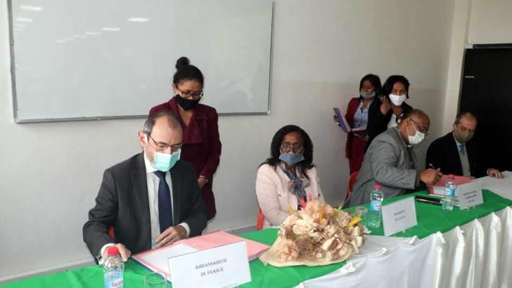 ESTI :Un programme de bourses pour les jeunes défavorisés