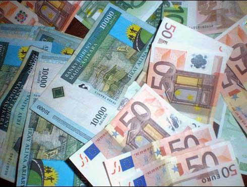 MID : L'ariary continue à chuter, l'euro à 4 567 Ar et le dollar à 3 891 Ar