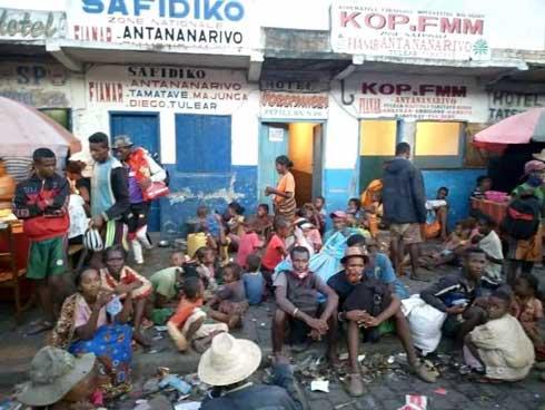 Catastrophe humanitaire dans l'Androy : Des centaines de migrants bloqués à Fianarantsoa