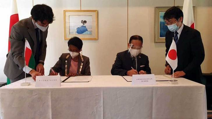 Ambassade du Japon :Dotation de 3 ambulances d'occasion pour le CHUJRA