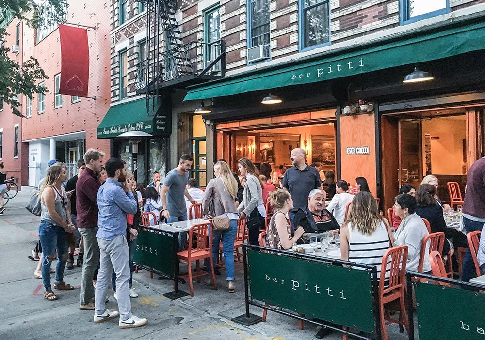 Need New York tips from a real insider? After living there for 6 years, I share my favorite New York restaurants, affordable hotels & things to do you should put on your New York City itinerary.