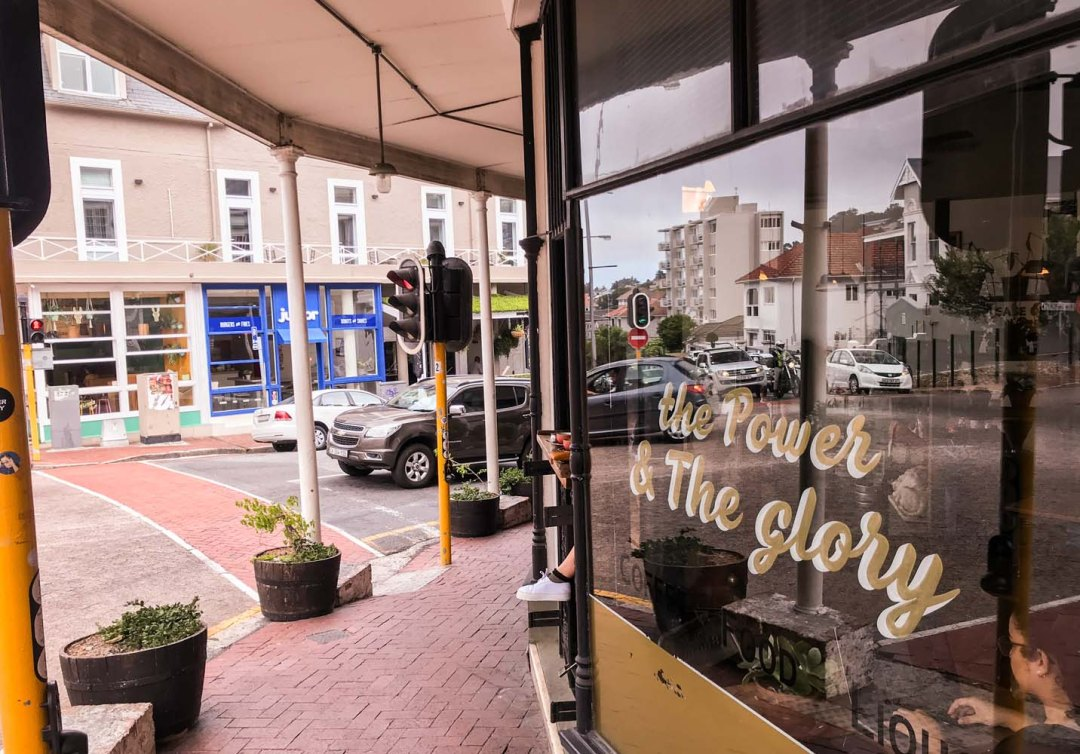Heading to Cape Town and looking for one of the hippest area in town? Read this guide to the best Kloof Street restaurants with tips on where to sleep, breakfast and have a great glass of wine.