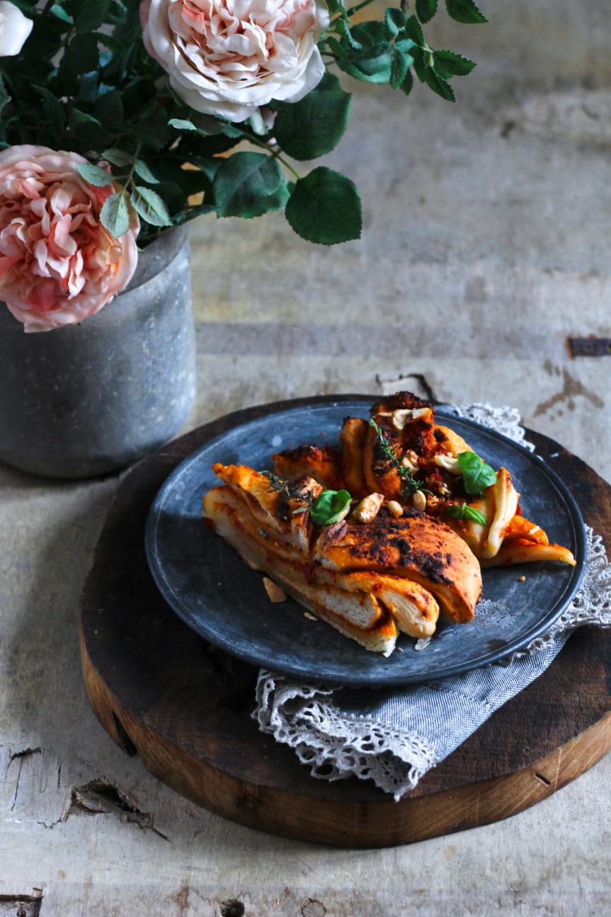 treccia di sfoglia e panbrioche con pesto di pomodori e mandorle6