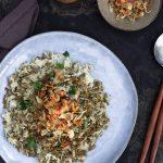 Riso speziato, cipolle croccanti e lenticchie