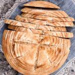 Pane rustico ai semi di lino dorati
