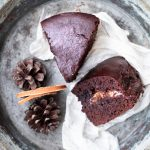 Torta ripiena al cioccolato fondente e arancia amara