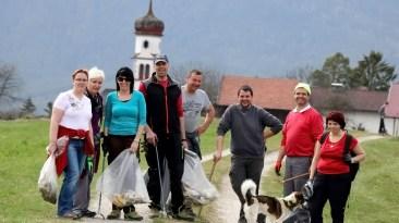 Nach rund drei Stunden war unsere Gemeinde vom wild abgelagerten Müll befreit.Foto: Knut Kuckel
