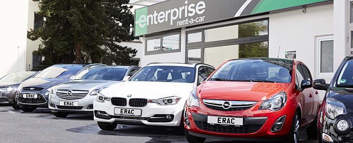 Enterprise Rent A Car Flotte vor einer Station