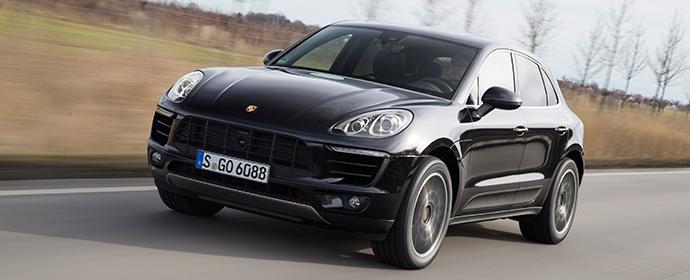 Am Berliner Ku'damm wurde ein Porsche Macan gestohlen - sein Fahrer ließ den Wagen kurz mit laufenden Motor stehen