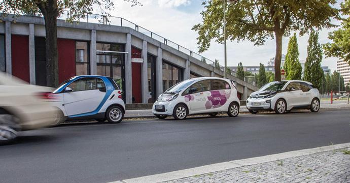 Aus carjump wird free2move - und bleibt weiter eine markenoffene Buchungs-App für Carsharing- und andere Mobilitätsanbieter