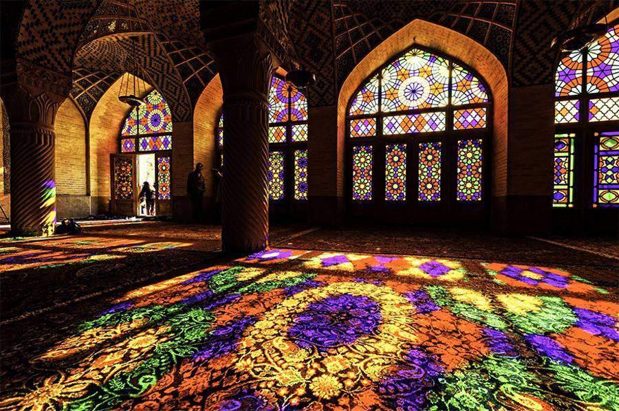Le mandala est une pratique de méditation universelle : Mosquée Nasir al Mulk à Shiraz, Iran