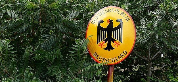 Grenze zur Bundesrepublik Deutschland © Metro Centric auf flickr.com (CC 2.0), bearb. MiG