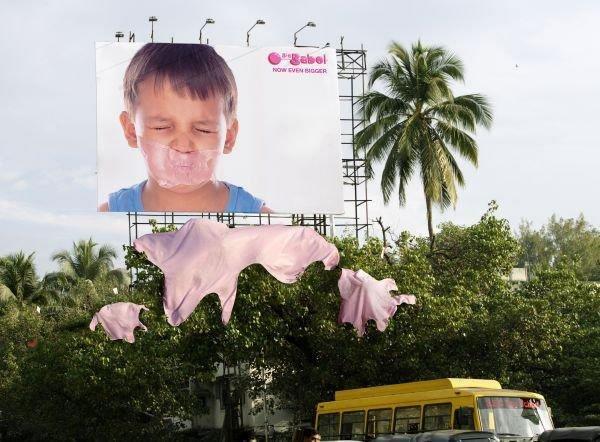 Il divertente cartellone pubblicitario delle bigbabol