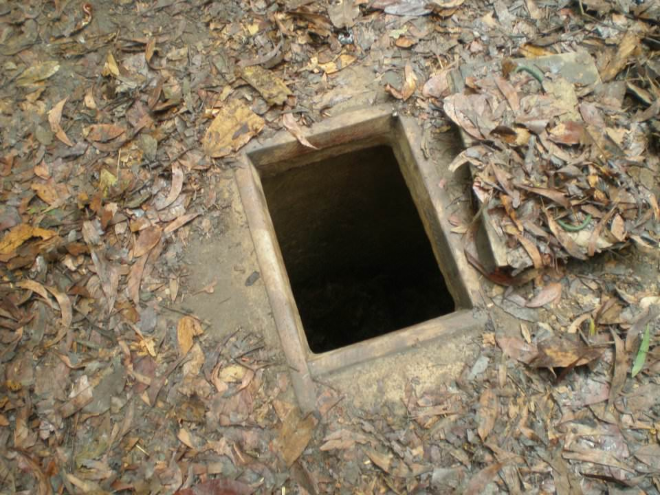 sniper hole vietnam cu chi tunnels