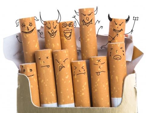 Los cigarros son diabólicos, deja de fumar.