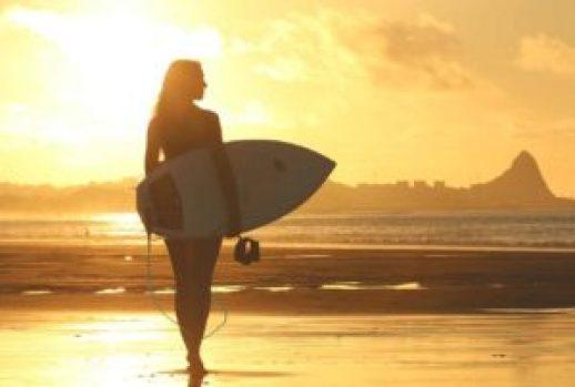 beach 1838501 12801 compressed 300x202 - ¡El arte de surfear por la vida!