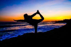 yoga 2184811 640 300x200 - La dieta del Bienestar, el triptófano y la serotonina.
