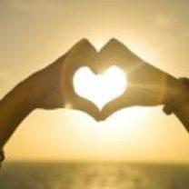 sunset hands love woman 150x150 - Atracones y excesos