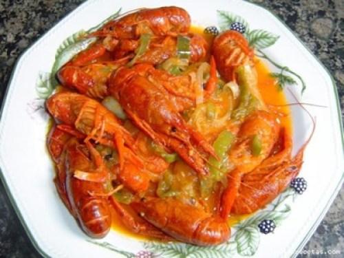 Cangrejos de río en salsa