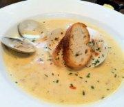 Crema de almejas (clam chowder en la cocina americana)