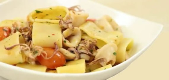 Calamarata – Pasta con calamares (Cocina napolitana - Italia)
