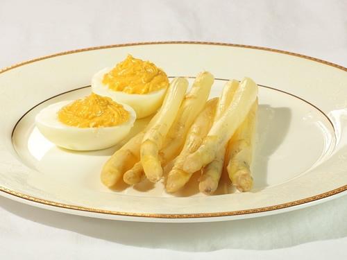 Espárragos con salsa de huevo