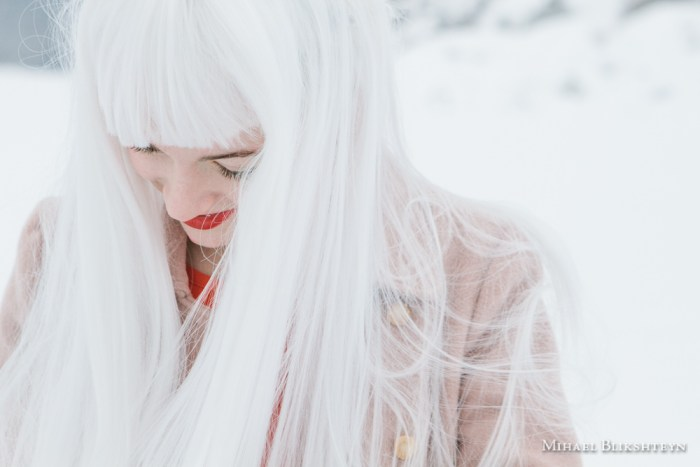 Young woman with a white wig and red lipstick