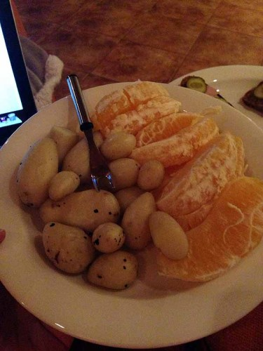 Appelsiinia ja oman talvipuutarhan satoa!!! Siis miettikää - uusia perunoita helmikuun alussa!