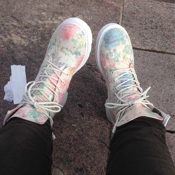 Uudet kengät tuskaisen taistelun jälkeen jalassa!