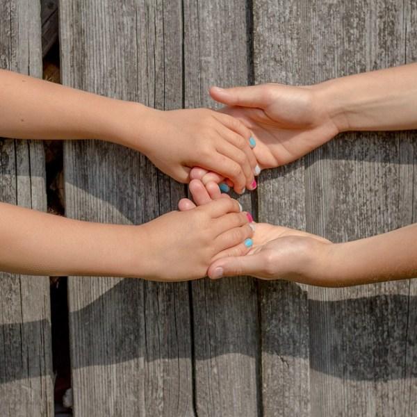 hands-2847512_960_720