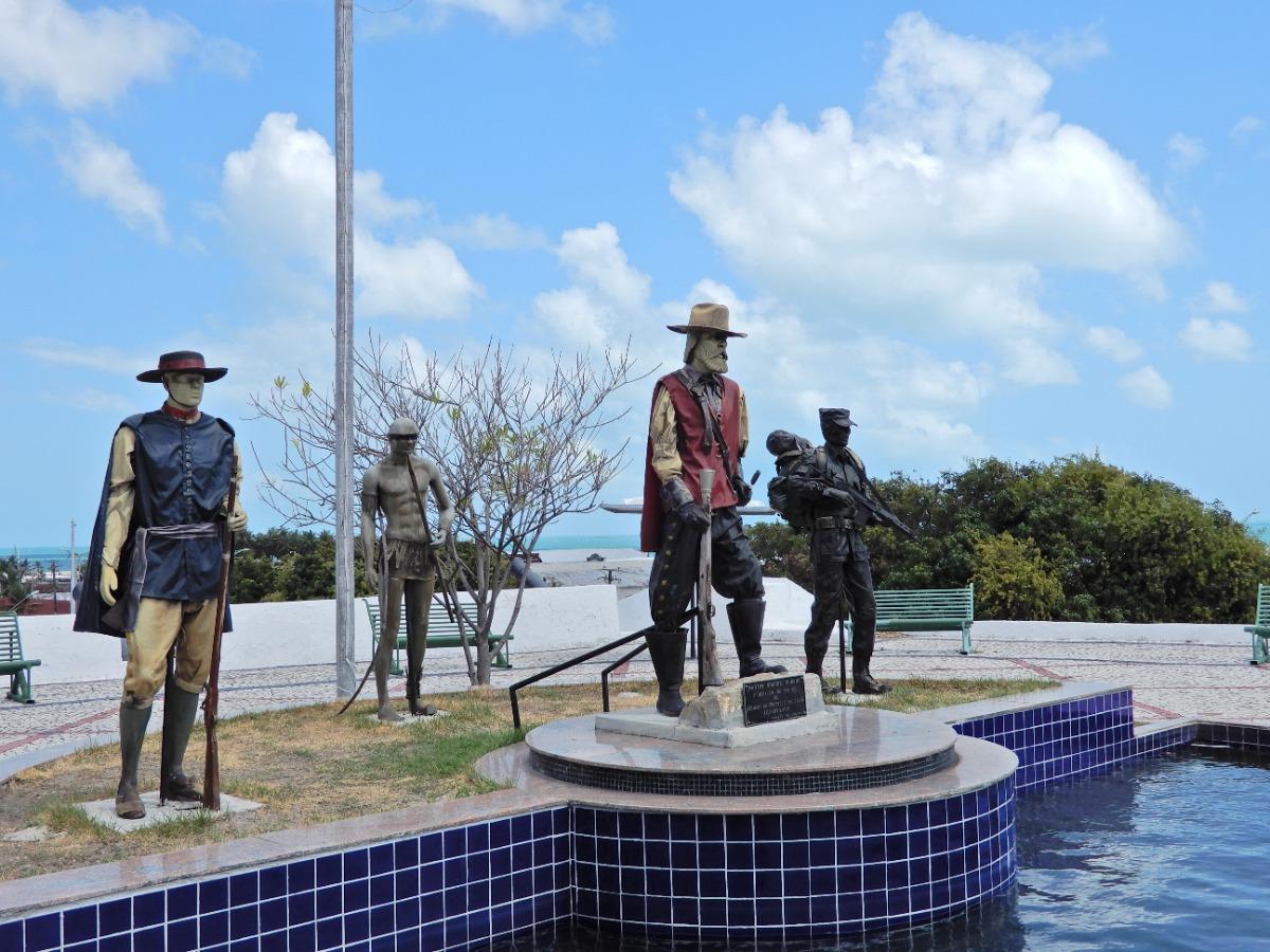 Fortaleza-Militaire-kazerne-Fort-Schoonenborch-Nossa-Senhora-da-Assunção-Beelden-van-militairen-vroeger