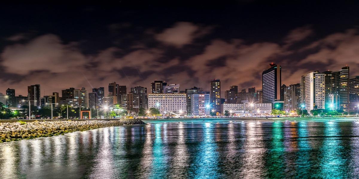 Praia de Meireles bij nacht