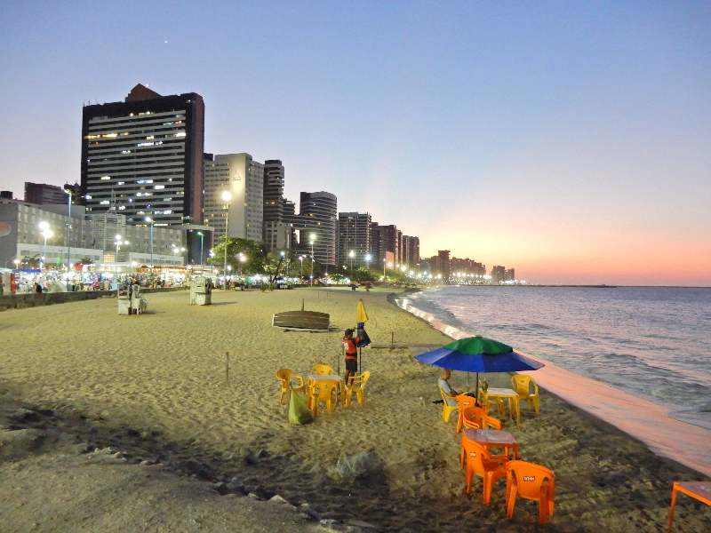 Feira Beira Mar gezien vanaf het strand