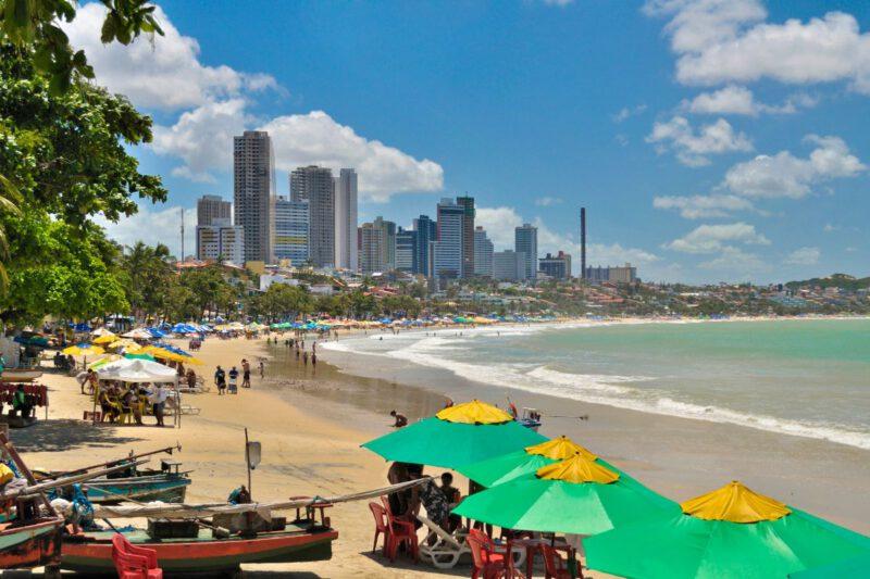 Skyline van Natal met strand en hoge gebouwen