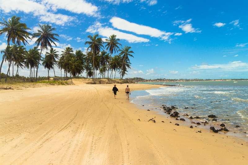Maracajaú Brazilië strandwandeling
