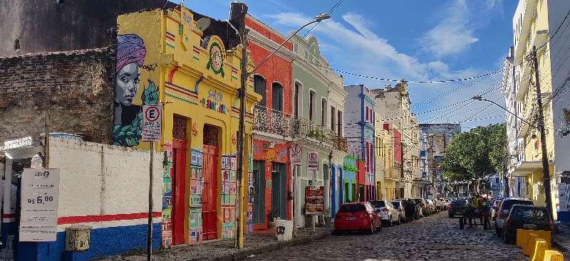 Recife-Bezienswaardigheden Recife-Rua da Guia-Gekleurde huizen in een straat