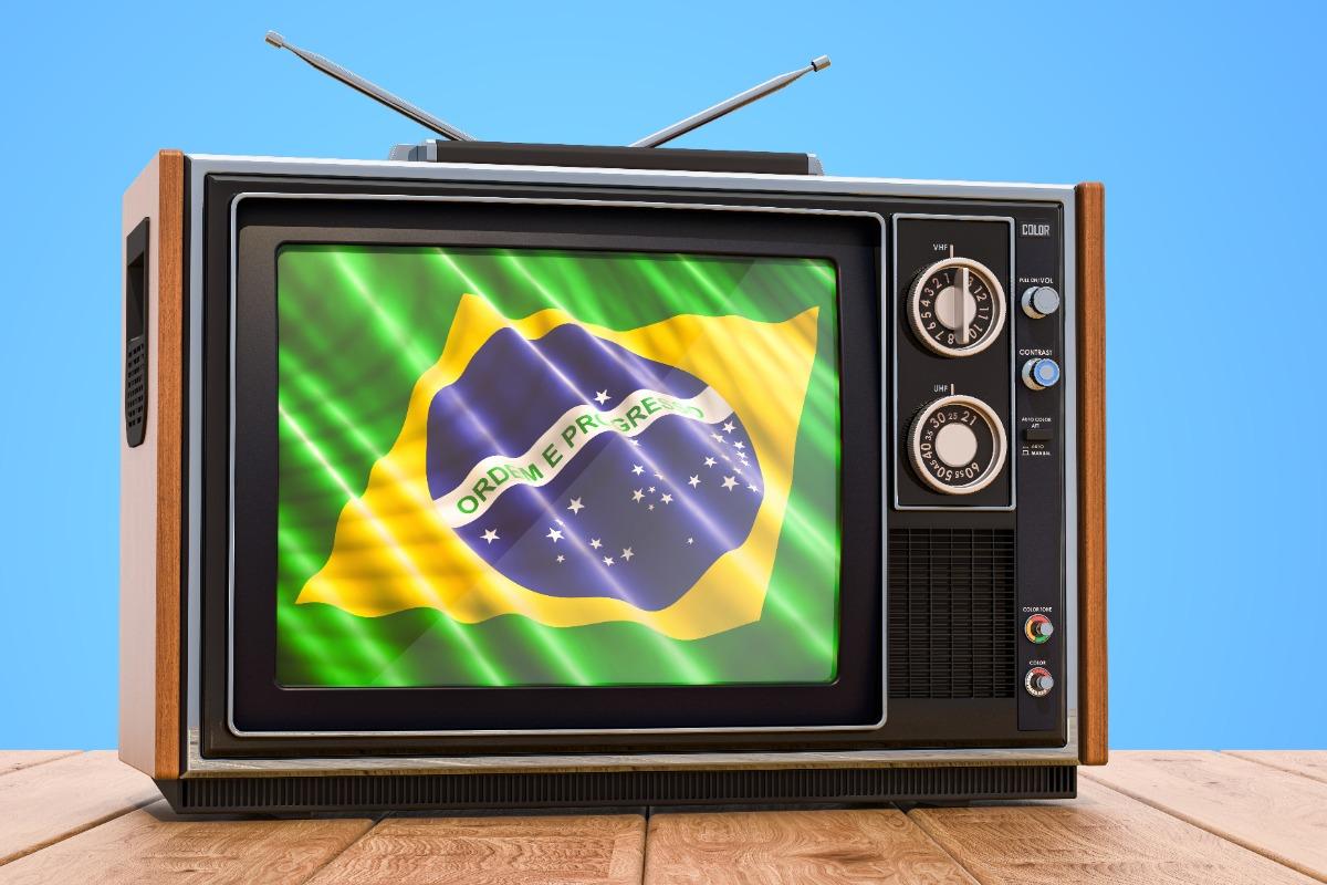 Televisie met een Braziliaanse vlag