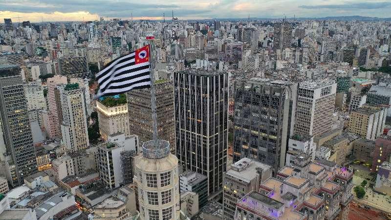 São Paulo-Stad van São Paulo met een vlag van de Braziliaanse deelstaat São Paulo