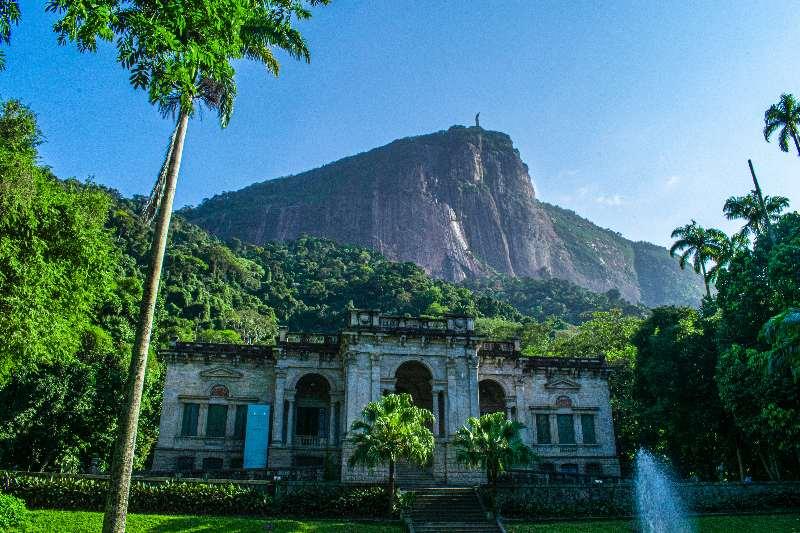 Rio de Janeiro-Jardim Botanico-Uitzicht op Christus de Verlosser vanaf de Botanische tuinen van Rio de Janeiro