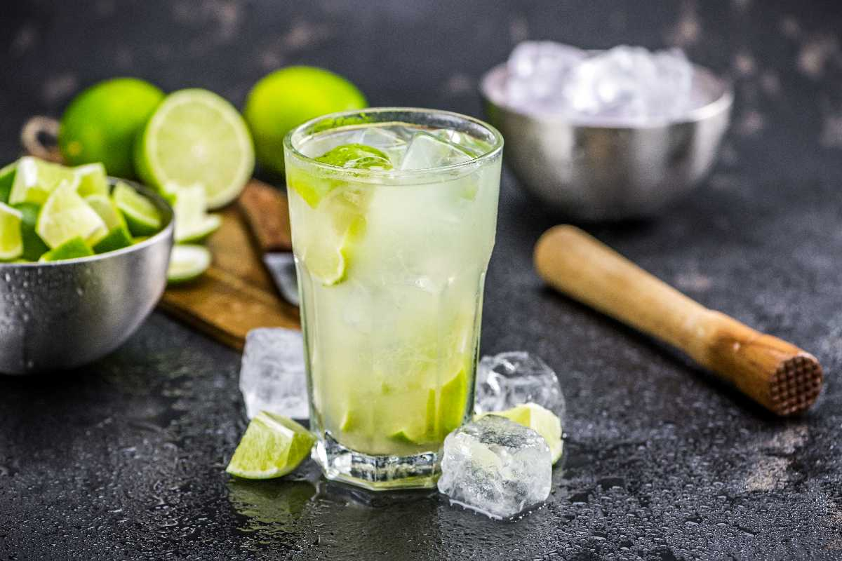 Braziliaanse cocktail Caipirinha