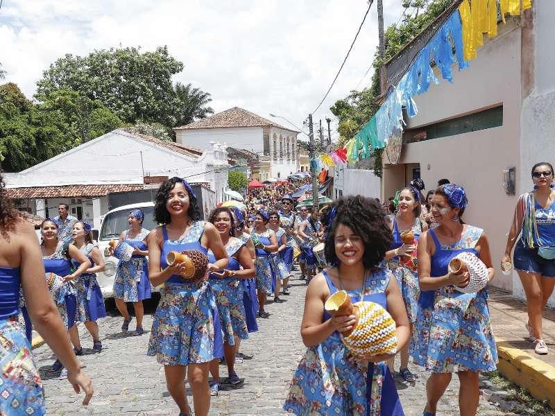 Optocht door de straten van Olinda
