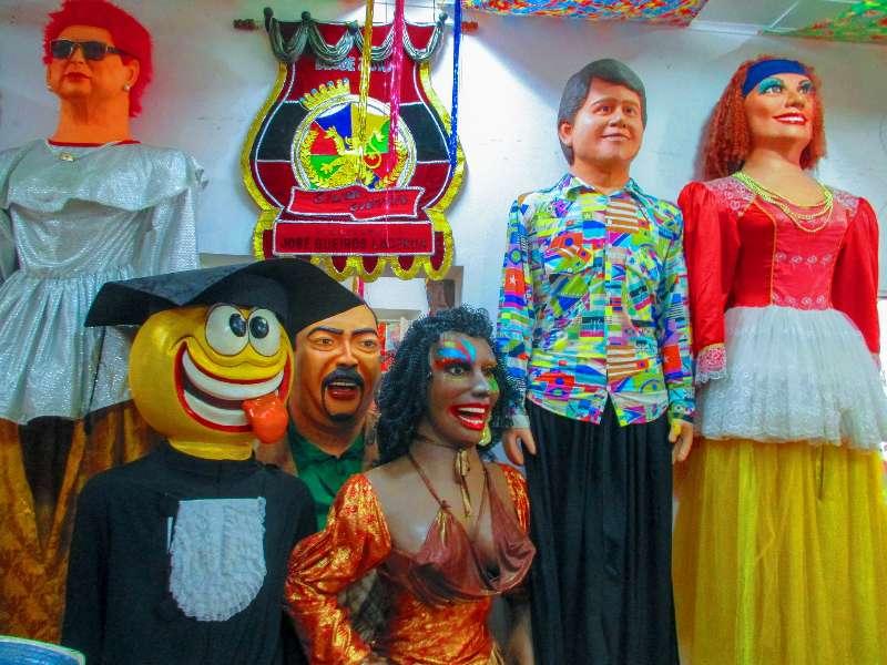 Bonecos Gigantes zijn grote poppen die gebruikt worden tijdens de carnavalsoptocht in Olinda