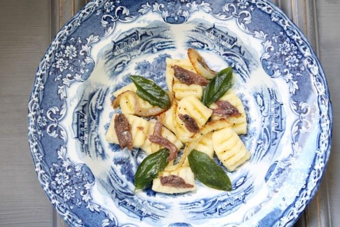 Gnocchi met ansjovis en salie