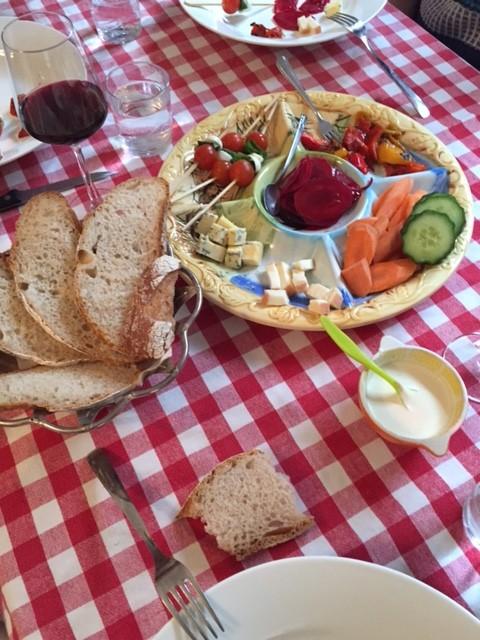 Voorafjes bij de Italiaanse lunch.