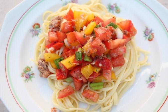 spaghetti met rauwe zomergroenten